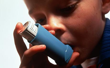 Baiat astmatic